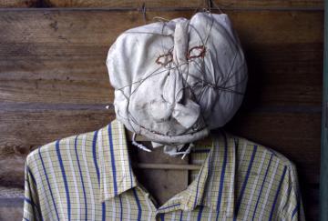 Max T., comme un épouvantail..., sans titre sans date, matériaux divers, photo B.Montpied, 2008.jpg