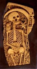 Gironella, squelette sculpté sur liège,extrait du blog d'Eric Poindron).jpg