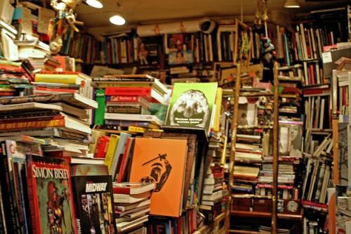 Librairie Un Regard Moderne.jpg