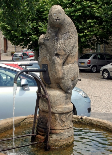 Fontaine-de-face.jpg