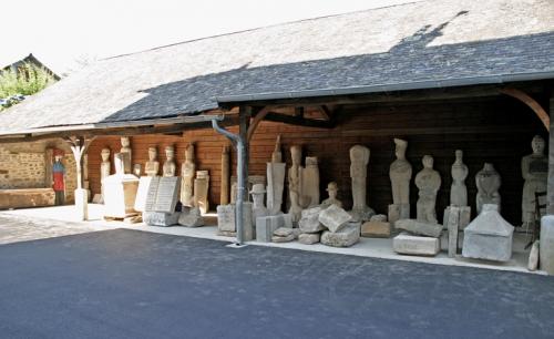 044 Le-musée-sous-le-préau-derr.jpg