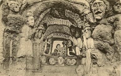 Niche avec inscription H Cruce salus, carte postale ancienne, début XXe siècle.jpg