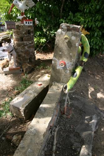 Ancienne propriété Fernand Châtelain, Barrière cassée,juillet 2010, ph. Bruno Montpied.jpg