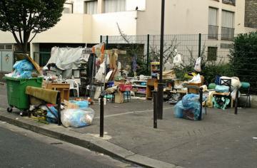 Habitat précaire dans le 10e ardt, Paris, ph.B.Montpied, 2007.jpg