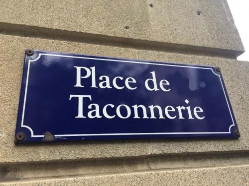 Place de Taconnerie, Genève, ph Lespinasse caviardée par moi.jpg