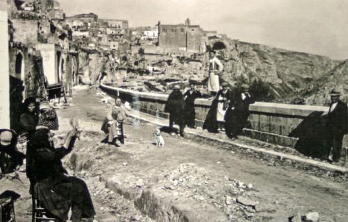 Carte postale motrant la ville de Matera en 1937, Italie, Archives Historiques Buonsanti.jpg