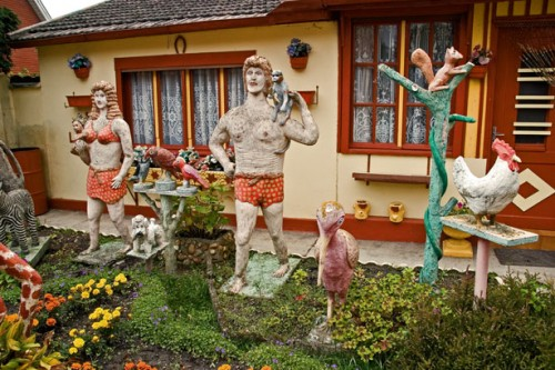 Léon Evangélaire,Jane,Tarzan,et autres animaux en ciment, photo Bruno Montpied, 2008.jpg