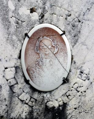 détail d'une tombe au cimetière de Murat, ph.Bruno Montpied, 2007.jpg