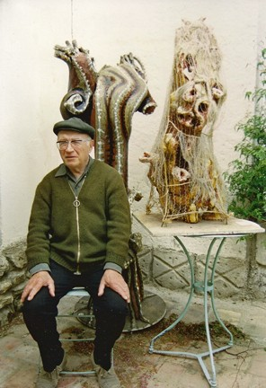 Raymond Reynaud avec King-Kong dans son filet,portrait par Bruno Montpied à Sénas, 1989 .jpg