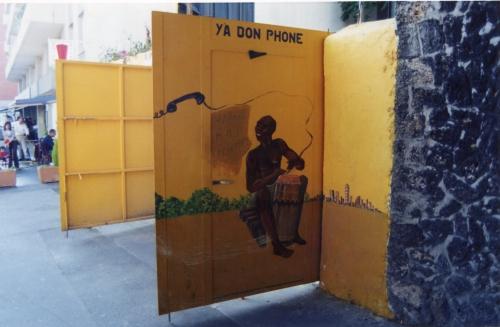 Y a bon phone, l'avers de la porte, 2003.jpg