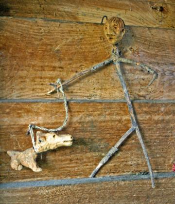 Max T., assemblage de matériaux divers, sans titre (maître et chien?), sans date, photo B.Montpied 2008.jpg