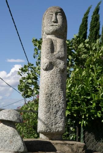 Vierge comme une croix de chemin (2).jpg