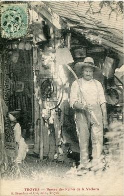 Le bureau des ruines avec Auguste Bourgoin (2).jpg