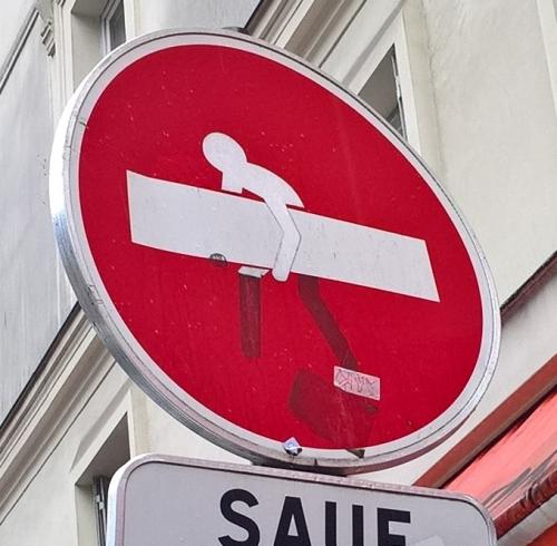 art de rue marginal, sens interdit, panneaux de signalisation détournés, street art discret