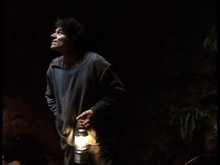 J-M. dans une de ses galeries avec une lanterne, photogramme Antoine Boutet.jpg