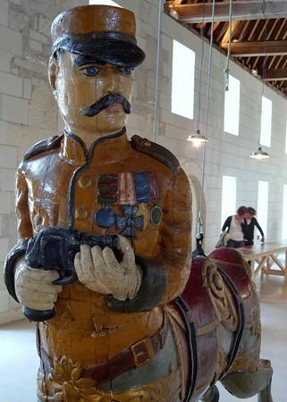 Centaure militaire de carrousel, expo L'arche des animaux, abbaye de Fontevraud, 2009, ph. christophe Mouton.jpg
