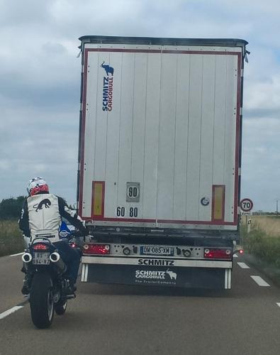 Elephant logo sur un camion qq part en Lorraine.jpg