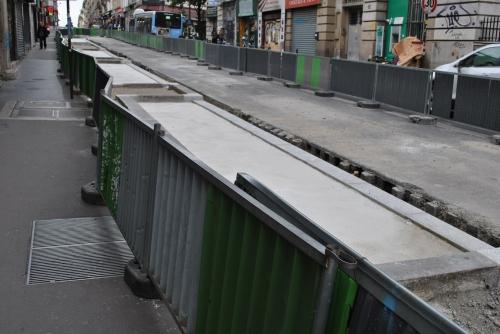 Rue de clignancourt, les barrières à n'en plus finir (2).jpg