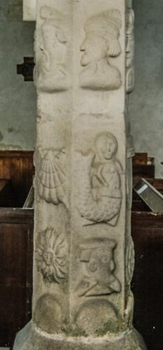 Pilier sculpté 2 église de Varengeville, 1989, détails, sirène, profils, coquille st-j.jpg