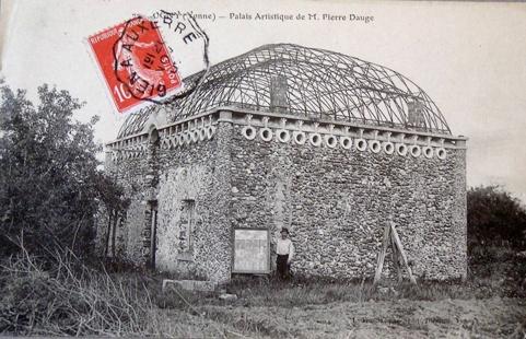 Palais-artistique-de-Pierre.jpg