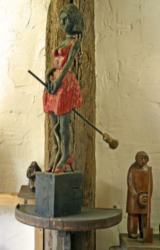 Statuette anonyme représentant une sorcière, prénommée Angélique par les animateurs du musée de Carla-Bayle Les Amoureux d'Angélique, ph B.Montpied, 2008.jpg