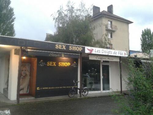 sex shop et coiffure à Annecy.jpg