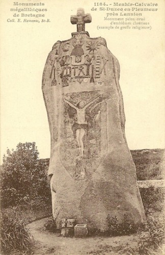 Carte postale années 20 peut-être du menhir de St-Duzec-En-Pleumeur, Coll.E.Hamonic, St-Brieuc, et coll.B.Montpied.jpg