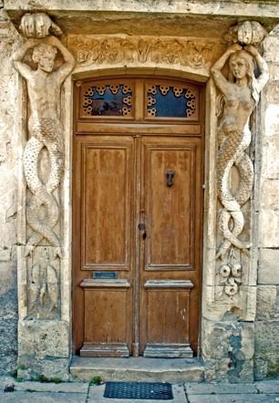 Cariatides avec siréneau et sirène, porte de la maison d'un viticulteur de l'Entre-Deux-Mers à Rauzan (merci à Anne Billon et à Gilles Manero pour l'indication ; ph B.Montpied, 2008.jpg