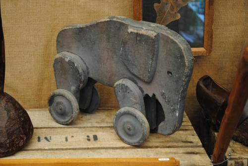 Jouet, éléphant à roulettes, réun Lalane, mai 2016.JPG
