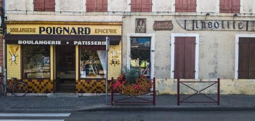 Boulangerie Poignard, insolite (2), Yonne, entre Gien et Villeneuve-les-Genêts.jpg