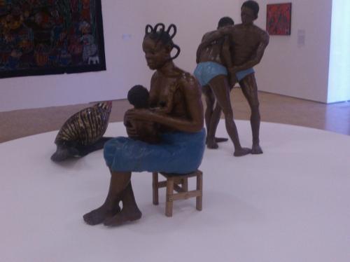 Aniedi Okon Akpan, femme et enfant, lutteurs, escargot, mus du quai branly.jpg