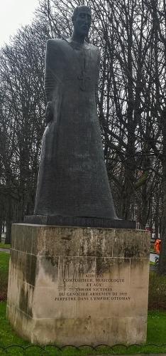 statues angoissantes de paris,dubuffet,nazis,occupation de paris,covid 19