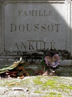 ankulé, tombe ph Sardon, père Lachaise, août 11.jpg