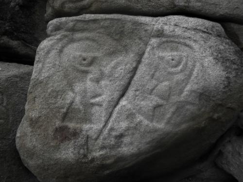 La-roche-aux-deux-profils opposés (2).jpg