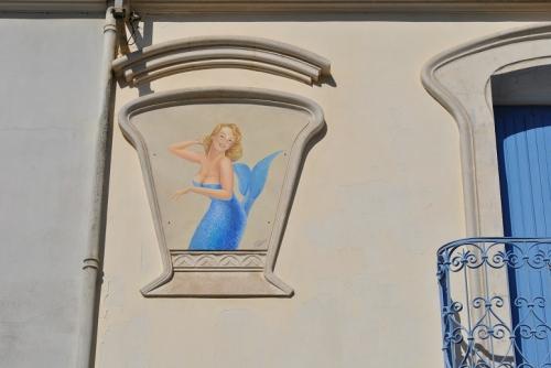 sirènes,fresque en mosaïques de coquillages,coquillages,mainson brutes peintes en intérieur,art brut,ange des inspirés,anselme bois-vives,réderie d'amiens,chineurs,coïncidences