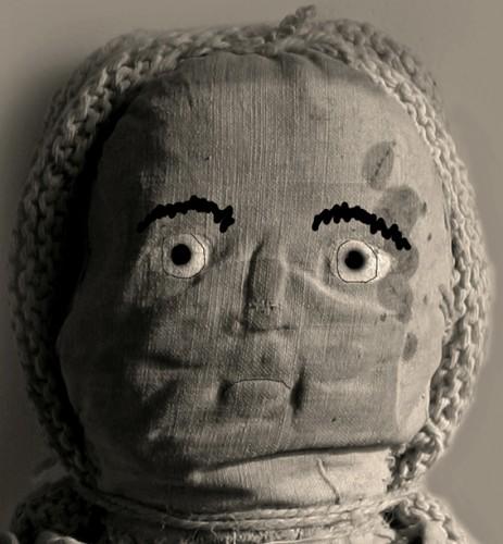 Anonyme,la poupée qui ouvre les yeux, photo retouchée B.Montpied, 2009.jpg