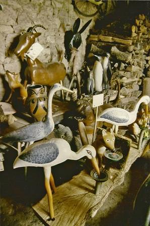 Grange où furent rangées un temps les oeuvres de l'Etang Fleuri de Ludovic Montégudet, photo Bruno Montpied, 1991.jpg