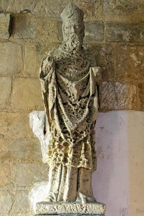 Statue-abîmée-de-St-Vaast-é.jpg