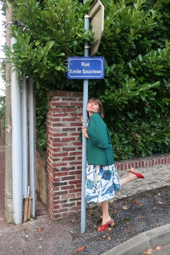 Emile Saucisse avec Vanessa énamourée du panneau (2).jpg
