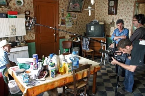 Chez Arthur Vanabelle, l'équipe de tournage du film
