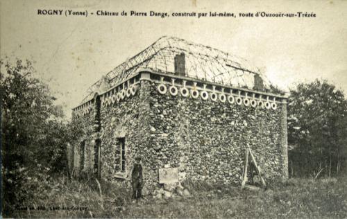 Pierre-Dange,-son-château-à.jpg