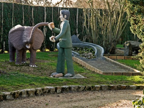 Homme,éléphant,mini-golf, Sarthe, ph.Bruno Montpied, 2009.jpg