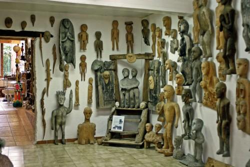 Salle Luigi Buffo au musée des Amoureux d'Angélique, Le Carla-Bayle, ph.B.Montpied, 2008.jpg