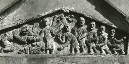 eglise-romane-bas-relief-representant-le-martyr-de-saint-etienne-église-de-Chambon.jpg