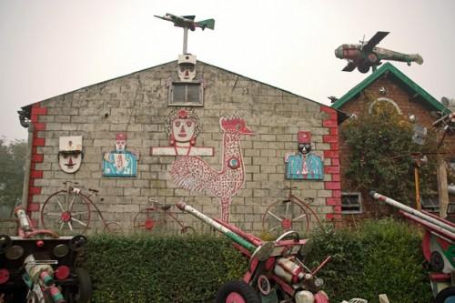 Arthur Vanabelle,la ferme,un des pignons décorés, ph.B.Montpied, 2008,-gr.jpg
