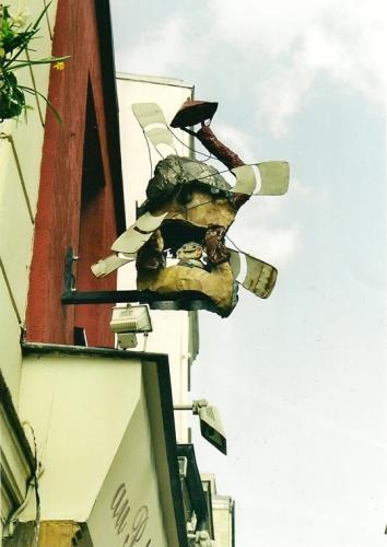 Gilbert Peyre, enseigne au petit moulin,rue tholzé, Paris 18e ardt, ph Bruno Montpied, 2002.jpg