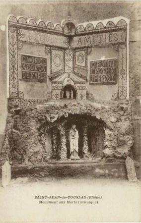 Carte postale ancienne montrant le monument aux morts de St-Jean-de-Touslas, coll.E.Boussuge.JPG