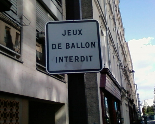 Jeux de ballon interdit, Paris XIe, oct 12.jpg