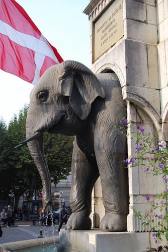 fontaine des éléphants chambéry, un éléphant.JPG