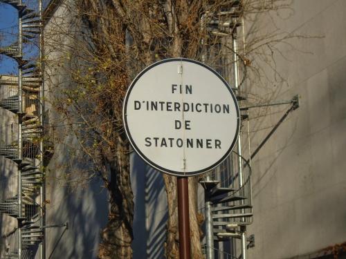 tatonnement rue de la manutention blog des signes sur les murs.JPG
